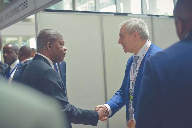 Xcalibur Group's CEO Mr. Andrés Blanco talks to the President of the Republic of Angola Mr. João Lourenço.